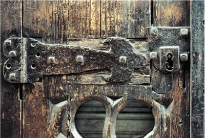 Die ersten uns bekannten Türschlösser wurden aus Holz hergestellt